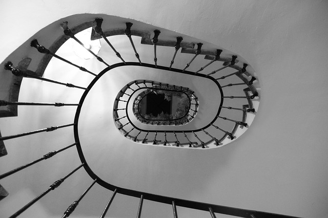 uniknąć spirali zadłużenia