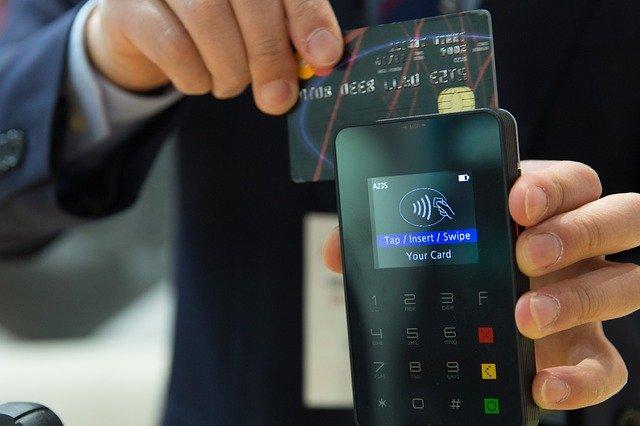 Karta kredytowa – jak korzystać z niej mądrze?
